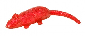 Toi-Toys flying sticky rat 20 cm rood