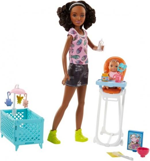 Barbie Babysitter met Kinderstoel 29 cm