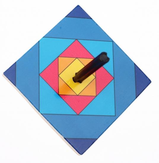 Goki Houten Tol: Ruitjes 6 7 cm