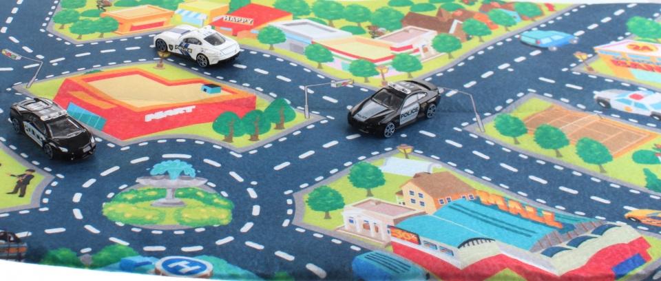 Toi Toys racebaankleed met drie politieauto's